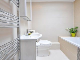 Dobrze zagospodarowana podłoga w łazience