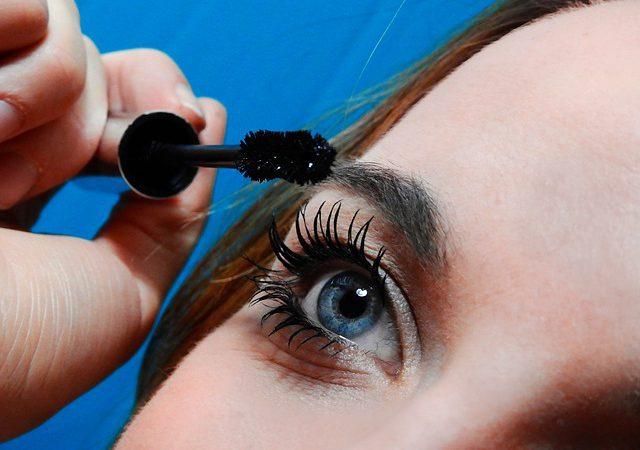 Trendy w makijażu oraz pielęgnacja brwi i rzęs
